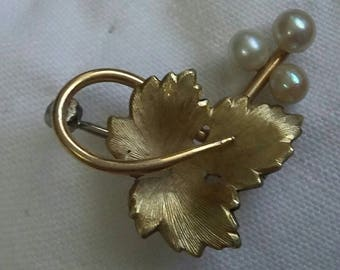 Krementz gold and pearls brooch