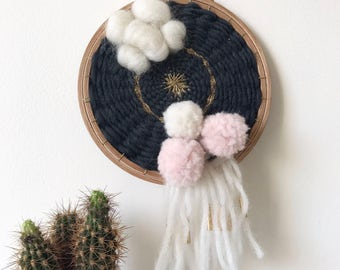 "Round wall weaving ""POMPOMS"""