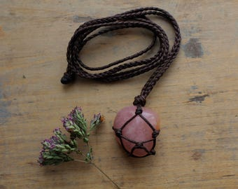 Macramé Strawberry Quartz necklace