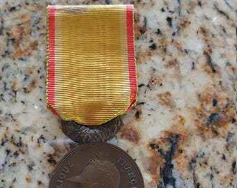 Bronze Art Nouveau Art Medal of Helmeted Marianne From the Society For the Encouragement of Devotion to Service