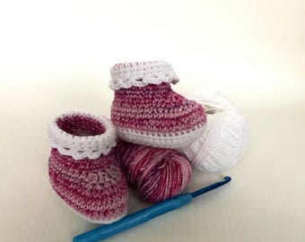 Crochet baby booties 0-6 months pink