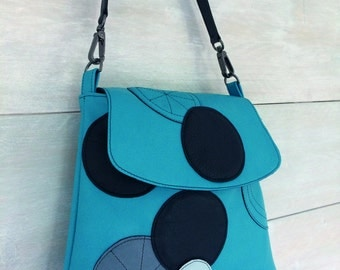 Leather Handbag Blue with graphic pattern