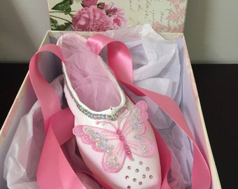 Decorated pointe shoe with gift box