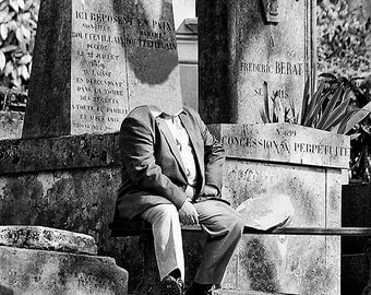 Black and white photography: the headless in the Père Lachaise Cemetery.