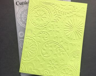 Cuttlebug Hearts and Flowers Embossing Folder / Hearts and Flowers Background / Card Making / Scrapbooking / Arts and Crafts