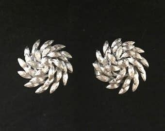 Vintage Clip On Earrings, Signed Lisner Earrings, Brushed Silver,  Pinwheel Earrings, Vintage Jewelry, Collectible Jewelry