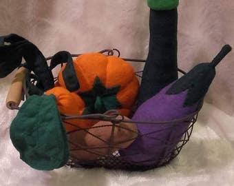 Basket of food in felt to play House