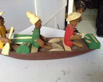 Carved wooden fishermen on canuo