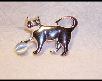 Cat with iridescent ball Brooch Pin D-12