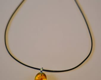 Amber necklace.,pendant