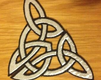 Celtic knotwork C shape