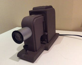 """Bausch and Lomb Optical 2"""" X 2 """" Slide Projector Cat. No. 41-26-38 - in Original Hard Case"""