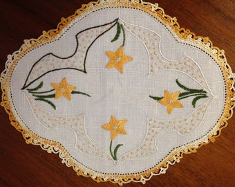 Vintage hand-embroidered doily, gold flowers,  21 x 18cm oval, retro design