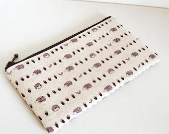 Flat  zipper pouch  - hedgehog and acorns innatural