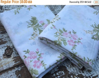 SALE- Vintage Floral Fabric-  Reclaimed Vintage Bed Linens Fabric-