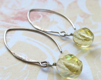 Earrings pale citrine yellow czech glass - Champagne Cocktail