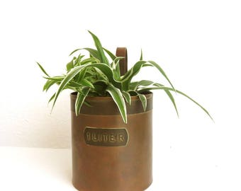 """Vintage Copper 1 Liter Measuring Cup, Hanging Wall Planter, Old Brass Plant Wall Pocket 6.5"""", Farm Kitchen Home Decor, Gardening Plant Care"""