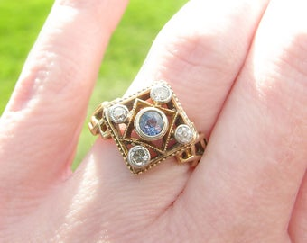 Art Deco Diamond & Cornflower Blue Sapphire Ring, Sparkly Old Cut Gems, Lovely Design and Details, Circa late 1930 - 1940's