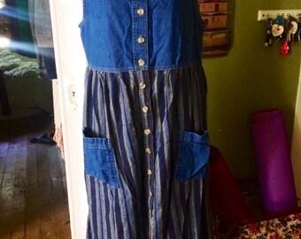 Vintage 1990's womens denim dress. Size M