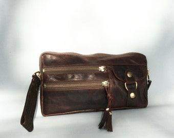 6 pocket Vigga wristlet clutch in antique brown