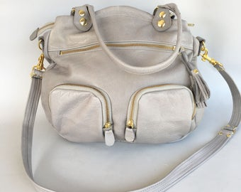 Shikotsu leather bag in light grey - adjustable cross body strap