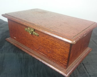 Vintage Wooden Trinket or Jewelry Box with Brass Metal Closure Clasp 1950's