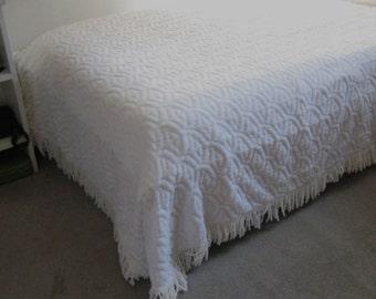 White Chenille Bedspread . twin/full chenille bedspread . chenille bedspread . fringed chenille bedspread . polyester chenille .