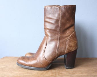 vintage 90s chunky heel boots 8.5 / brown leather ankle boots / zip up stacked heel boots