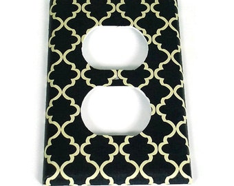 Outlet Light Switch Cover Wall Decor Switchplate  Switch Plate in Navy and Cream Quatrefoil  (257O)