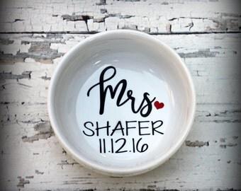 Personalized Mrs Ring Dish - Bridal Ring Dish, Jewelry Dish, Jewelry, Trinket, Bridal Gift, Bachelorette, Bride, Wedding Dish