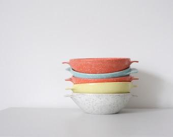 vintage. mid century modern. confetti speckled. stacking bowls. retro kitchen. plastic. melamine. melmac.