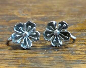 Screw Back Earrings, Sterling Silver, Dogwood Flower screwbacks, True Vintage by BEAU, MINT CONDITION!