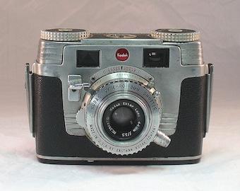 Vintage Kodak Signet 35 35mm camera with Kodak Leather Case For Display or Repair  1951-1958