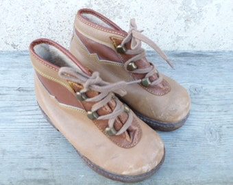 Vintage Antique 1930/1950 baby shoes/ boots leather with fur inside size 6