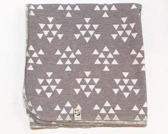 Grey and White Triangles Swaddling Cocoon Blanket / Newborn Swaddler