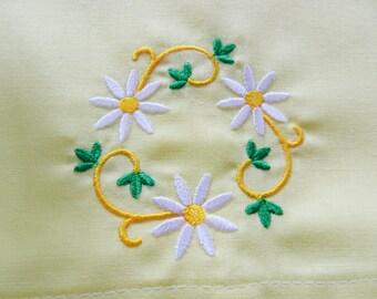 Yellow Pillowcases, Daisy Pillowcases, Cotton Pillowcases, NOS Pillowcases, Never Used, Girls Bedroom, Lace Trim Pillowcases, Vintage