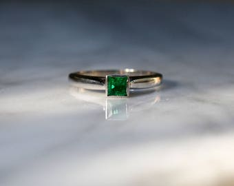 EMERALD VINTAGE MIDCENTURY 14k white gold Colombian .30 ctw engagement stacking ring size 6 circa 1960s