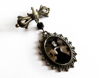 The Crow Queen - brooch with crown design - Original handmade brass accessory