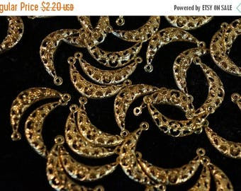 MAY SALE Raw Brass Antique Half Moon Stamping Filigree - 22mm  - 10 pcs