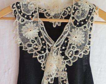 Antique Tape Lace Collar in Ivory Cotton with Flowers, Spiders and Birdeyes