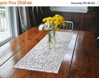 50% OFF English Lace Table Runner / cream / 1970s DEADSTOCK linen