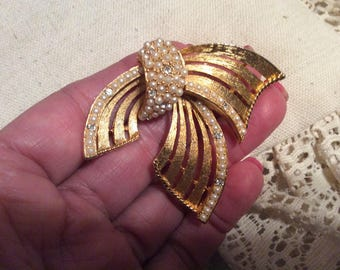 Vintage etched goldtone swirl pin brooch, tiny pearls crystal ribbon brooch, haute look goldtone ribbon pin brooch