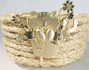Vintage cat in bucket brooch pin spring flower gold tone signed