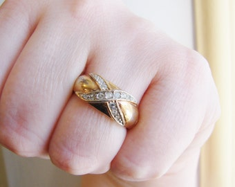 Vintage gold X ring with clear crystals- size 8