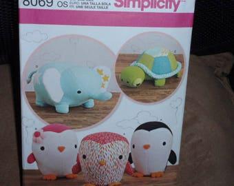 Simplicity 8069 Stuffed Animals Elephant, Penguin, Turtle   New - Uncut