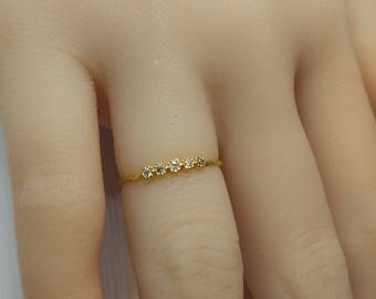 A delicate ring with zircons