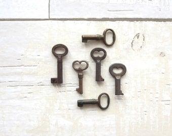 6 vintage skeleton keys, antique skeleton keys, primitive keys, small old keys, antique keys, jewelry keys old keys skelton key bit  #1