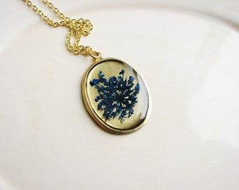 Queen Anne's Lace Necklace, Blue Resin Jewelry, Real Pressed Flowers, Wildflower Botanical Jewelry, Resin Pendant, Dried Flowers, Garden