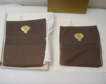 Vintage Pair of No Mend Chocolate Brown Seamed Stockings in Box
