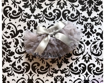Baby bloomer with Satin bow, Ruffle bum bloomer. ruffle diaper cover, Baby Girl Bloomers. baby Girl diaper cover, Newborn Bloomers